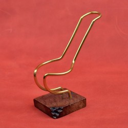 Smooth brown briar flexible pipe stand